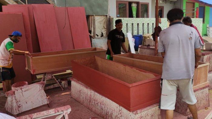 Cerita PerajinPeti Jenazah yang Banjir Orderan di Masa Pandemi, Senang Campur Sedih